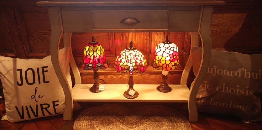 Table d'entree et lampes vitrails